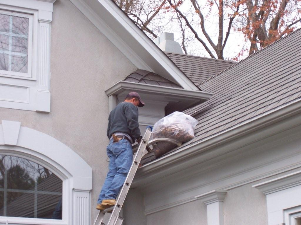 how to clean roof gutters without a ladder